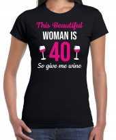 Verjaardag cadeau t-shirt 40 jaar this beautiful woman is 40 give wine zwart voor dames