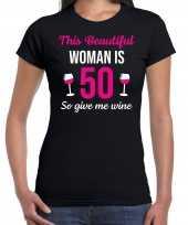 Verjaardag cadeau t-shirt 50 jaar this beautiful woman is 50 give wine zwart voor dames